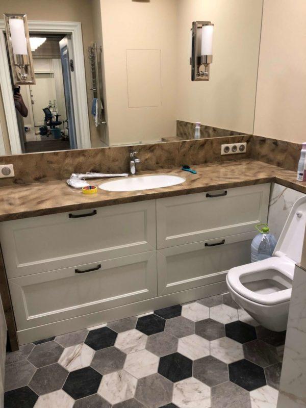 интерьер ванной комнаты с плиткой в ромбик